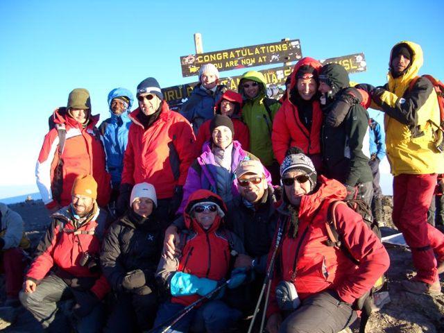 alle-haben-wir-den-uhuru-peak-5895-m-erreicht